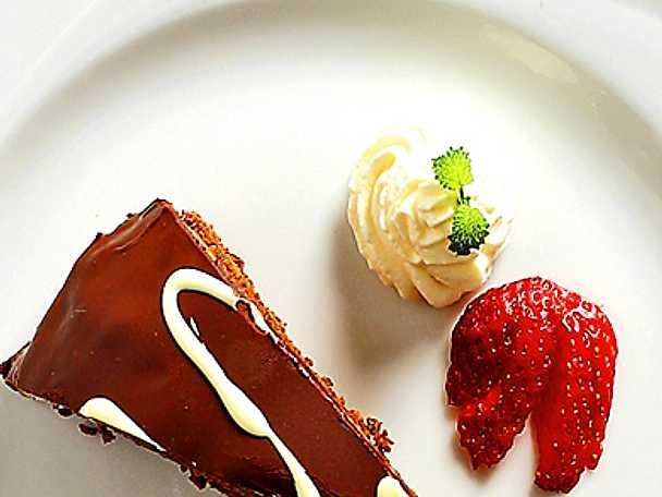 Glaserad chokladtårta