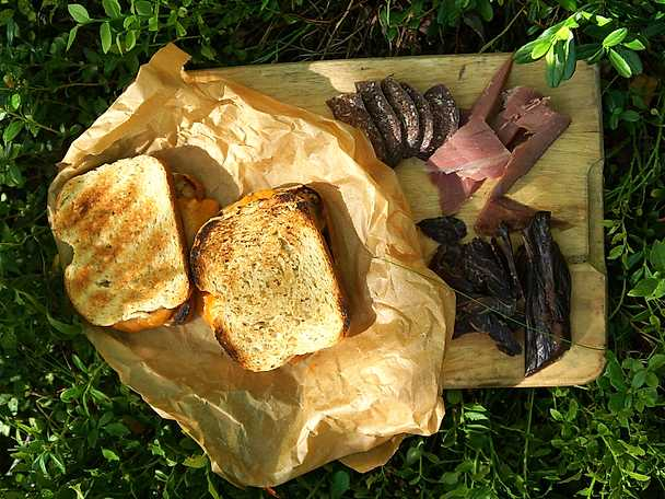 Glödgrillad ostsandwich med spiskummin