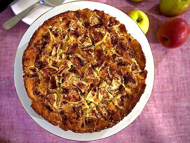 Gluten- och laktosfri fyriskaka med kanelsås
