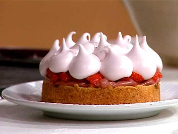 Glutenfri jordgubbstarte på mandelbotten
