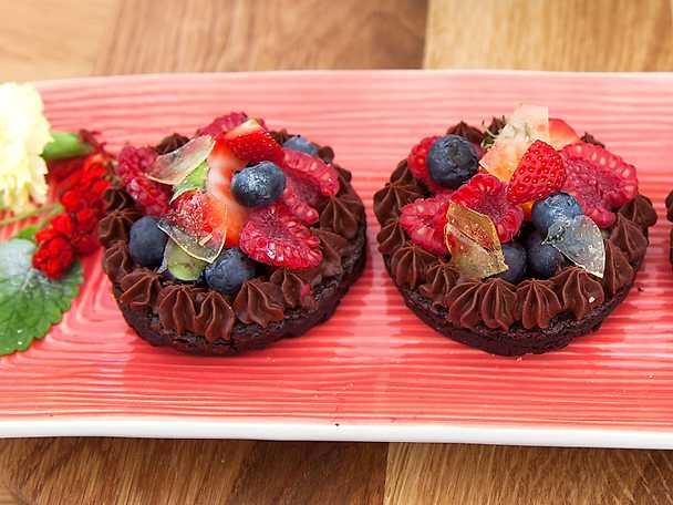 Glutenfri yangbakelse med mörk choklad och bärmix