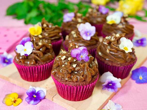 Glutenfria chokladmuffins med salt kolakräm