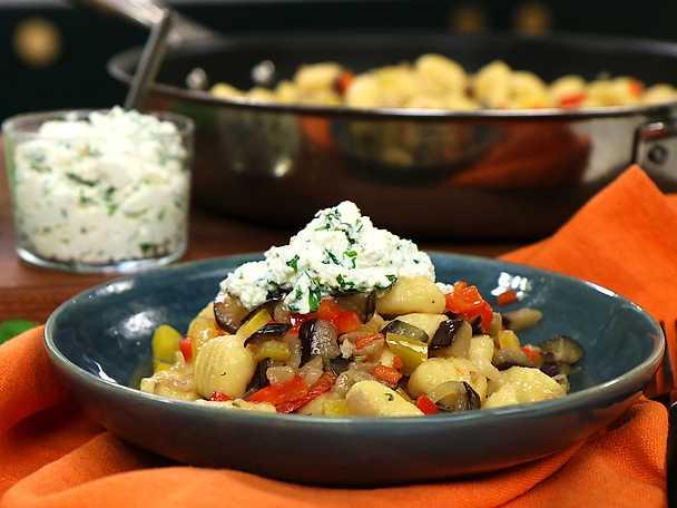Gnocchi med aubergine paprika och ricotta