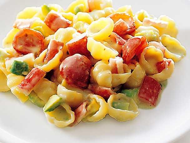 Gnocchi med krabba, tomat och avokado