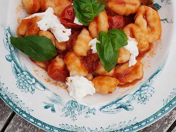 Gnocchi med tomatsås och mozzarella