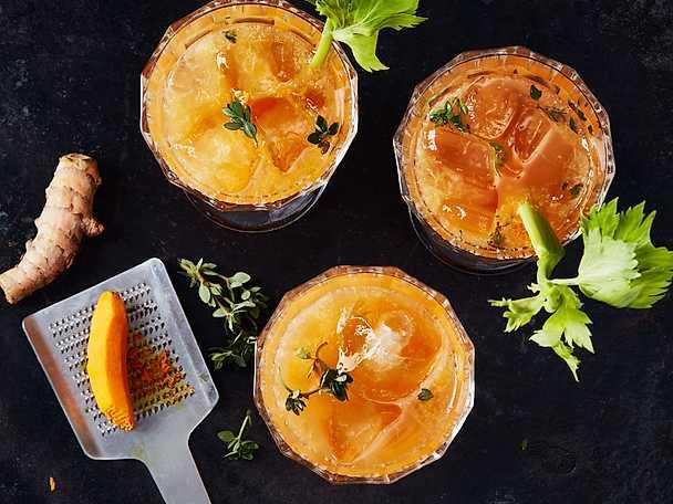 God Morgon Fruktig grönsaksjuice med morot gurkmeja selleri och timjan