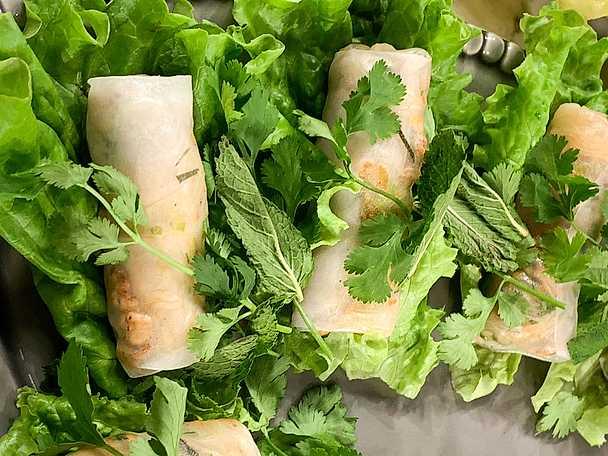Goi Cuon - sommarrullar med räkor, fläsk, risnudlar och jordnötter