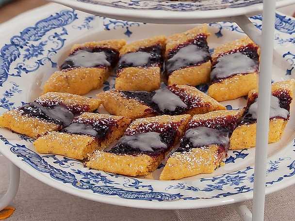 Gotlandskakor med saffran, mandel och salmbärssylt