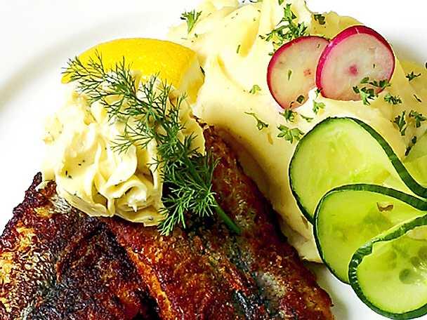 Gourmetströmming med persiljesmör och potatismos