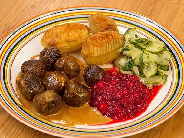 Gräddstuvade vegetariska köttbullar med hasselbackspotatis