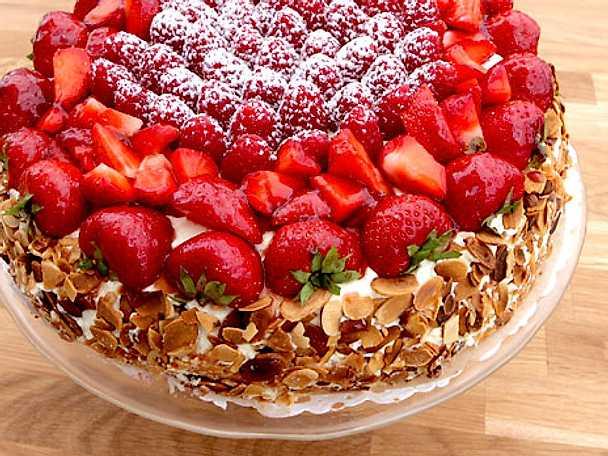 Gräddtårta med hallon- och vaniljkräm