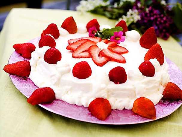 Gräddtårta med jordgubbar