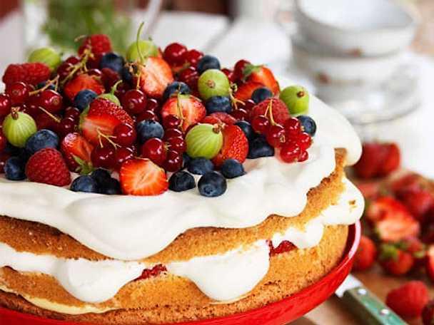 Gräddtårta med sommarbär