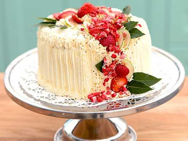 Gräddtårta med vaniljkräm och sylt