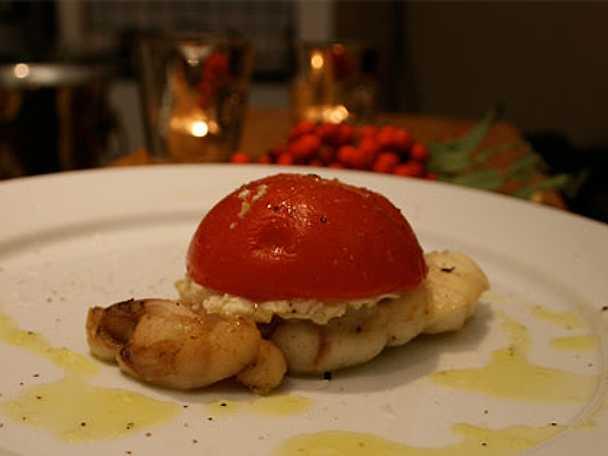 Gratinerad hälleflundra med fetaostfylld tomatbakelse
