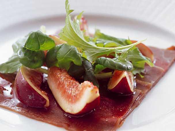 Gravat vilt med blandsallad och fikon
