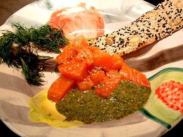 Gravlax sashimi med egen sås och soja