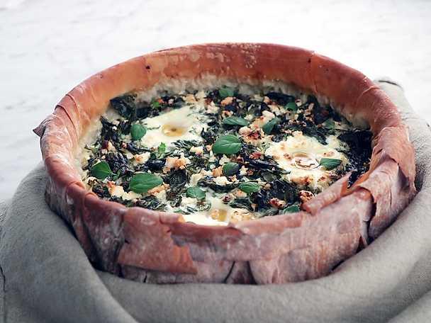Grekisk filodegspaj med spenat och ägg