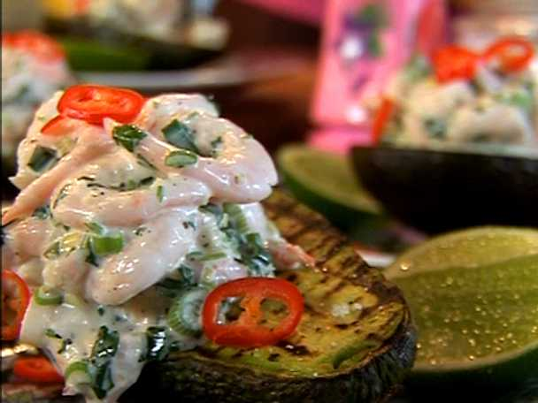 Grillad avokado med räkor