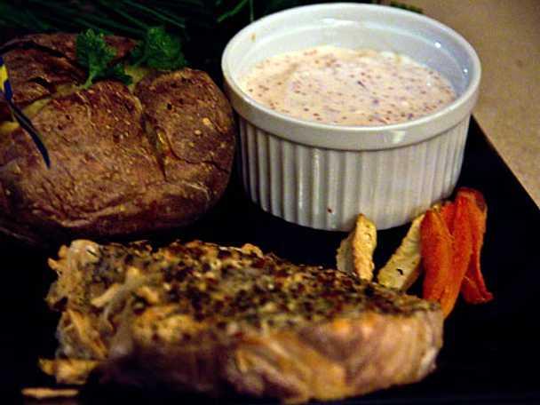 Grillad entrecote med potatisbakelse, rostade grönsaker och bearnaisesås