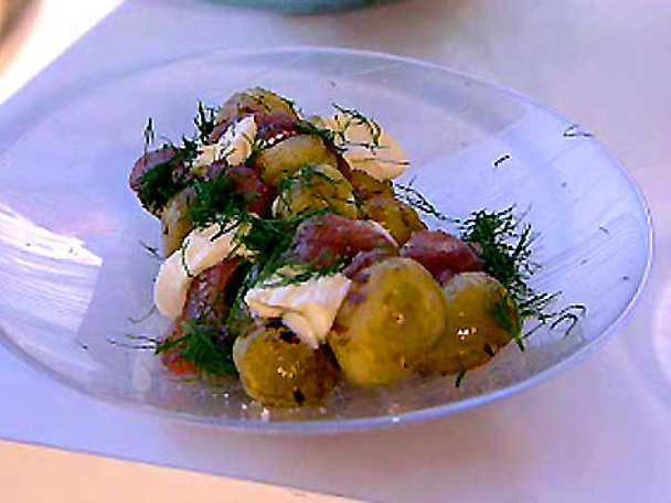 Grillad färskpotatis med anjovisgrädde