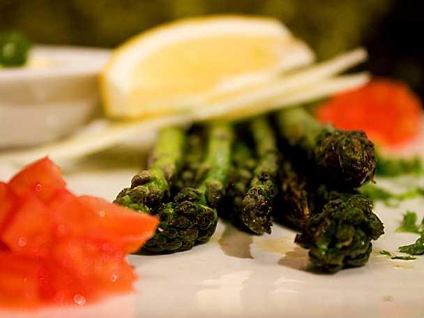 Grillad grön sparris med tryffelaioli