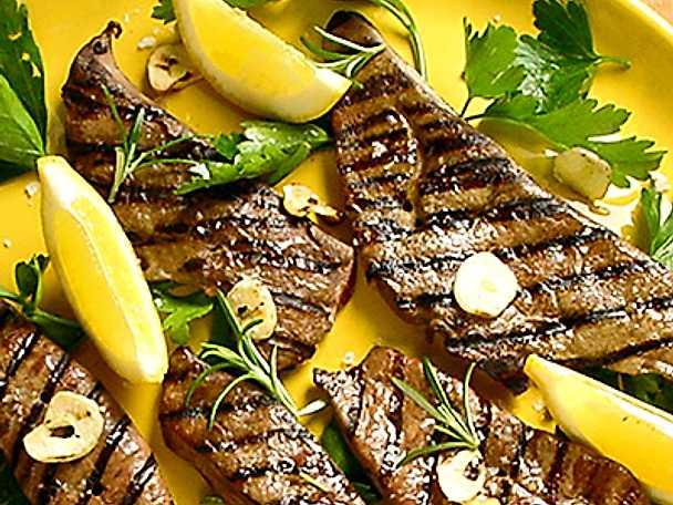Grillad kalvlever med vitlök och citron