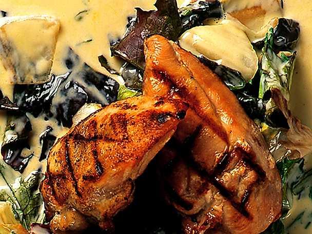 Grillad kyckling med gräddkokta sallatsblad
