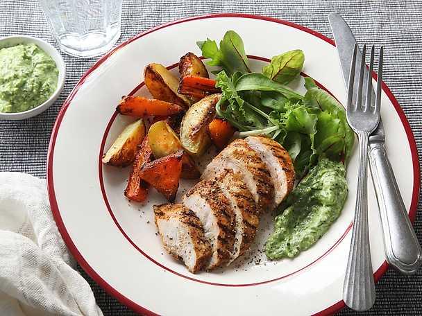 Grillad kyckling med ugnsrostade grönsaker och ramslöksdressing