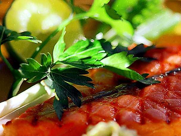 Grillad laxfjäril med lime- och koriandersmör