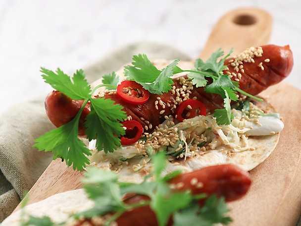 Grillad majstortilla med chorizo och kålsallad