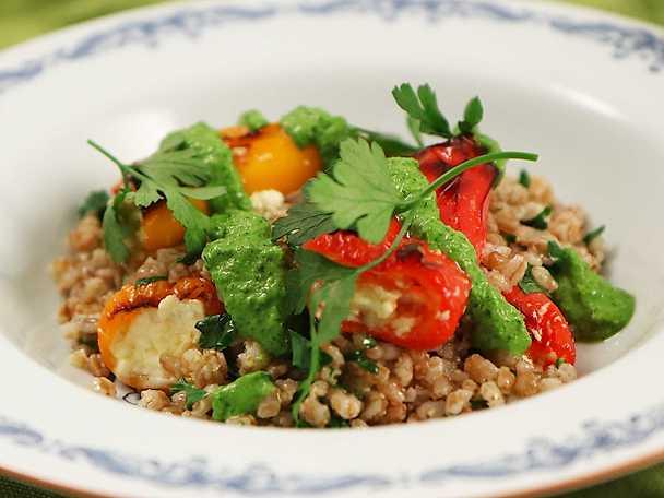 Grillad paprika med matvete och falsk salsa verde