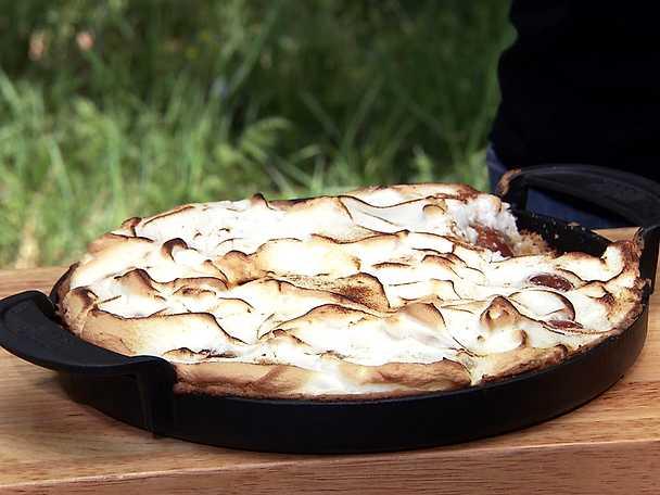 Grillad plommonpaj med marängtäcke