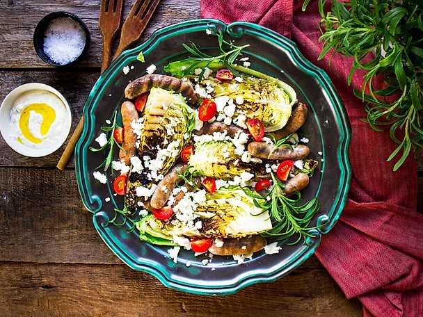 Grillad spetskål med salsiccia och tzatziki