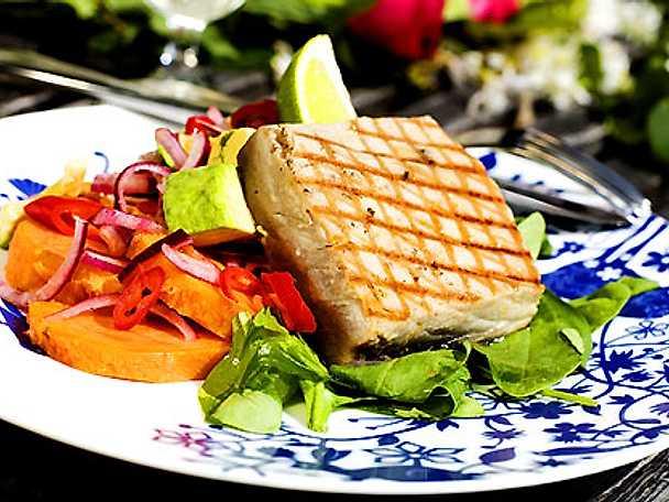 Grillad tonfisk med asiatisk potatissallad
