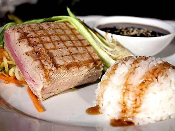 Grillad tonfisk med pak choi
