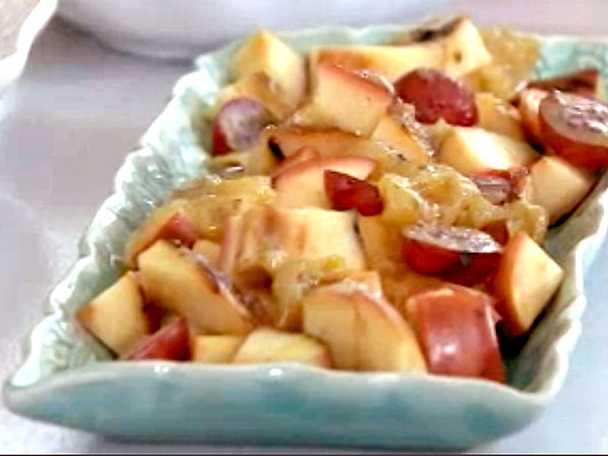 Grillade äpplen med krusbärskompott, flädersirap och lättvispad flädergrädde