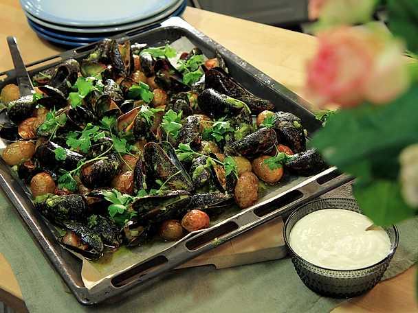 Grillade musslor med citronmajonnäs och rostad potatis