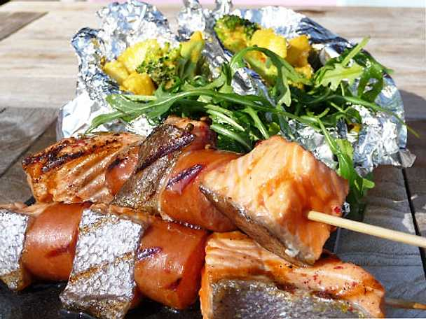Grillspett med lax och chorizo