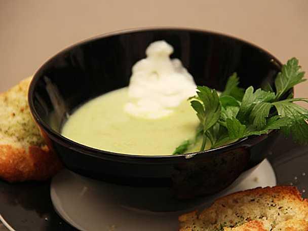 Grön ärtsoppa med pepparrotscrème