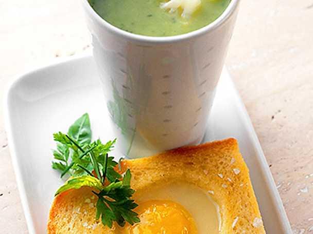 Grön blomkålssoppa med äggtoast