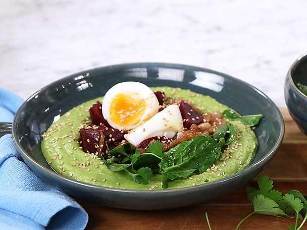 Grön hummus med rödbetor och ägg