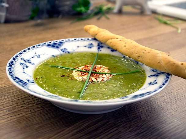 Grön soppa med pepparrotsgrädde