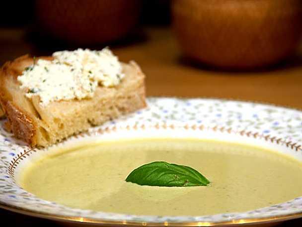 Grön sparrissoppa