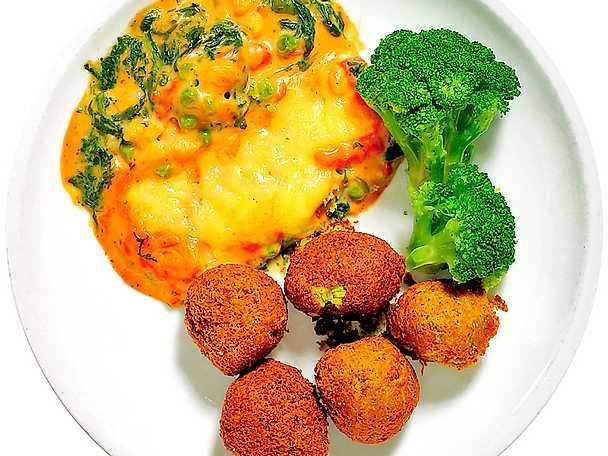 Grönsaksgratäng med falafel