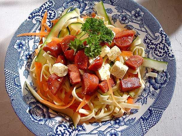 Grönsakspasta med chorizo och fetaost