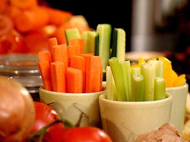 Grönsaksstavar med kryddsmör