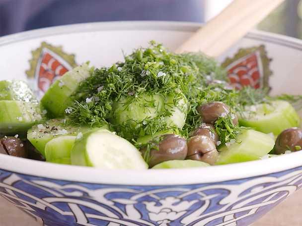 Gurksallad med dill och turkisk yoghurt