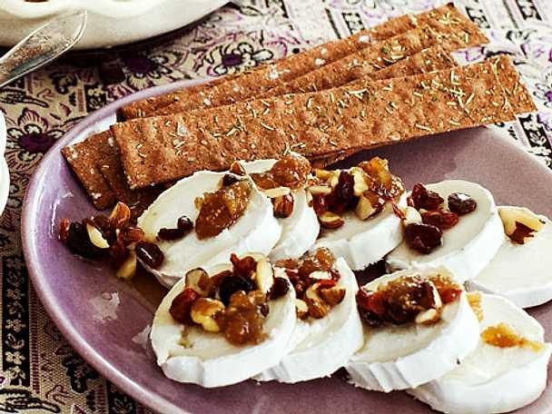 Gyllene honungsnötter med torkade bär