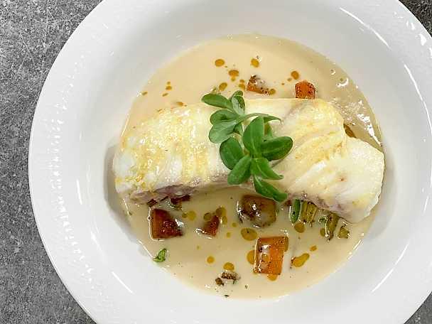 Hälleflundra – beurre blanc, gul curry och fänkål